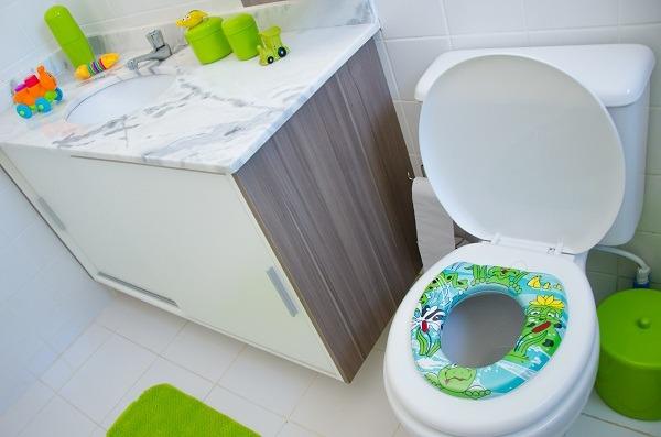 assento sanitário infantil cuidados
