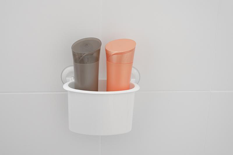 Imagem meramente ilustrativa. Porta-objetos com Divisórias na cor BR1 ambientado no banheiro.