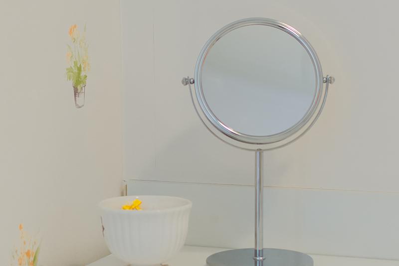 Imagem meramente ilustrativa. Espelho de Aumento para Bancada ambientado no banheiro.