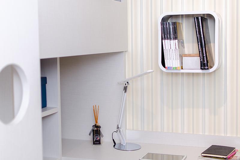 Imagem meramente ilustrativa. Nicho na cor Branco - Preto 1 (BR-PR1) ambientado no quarto.